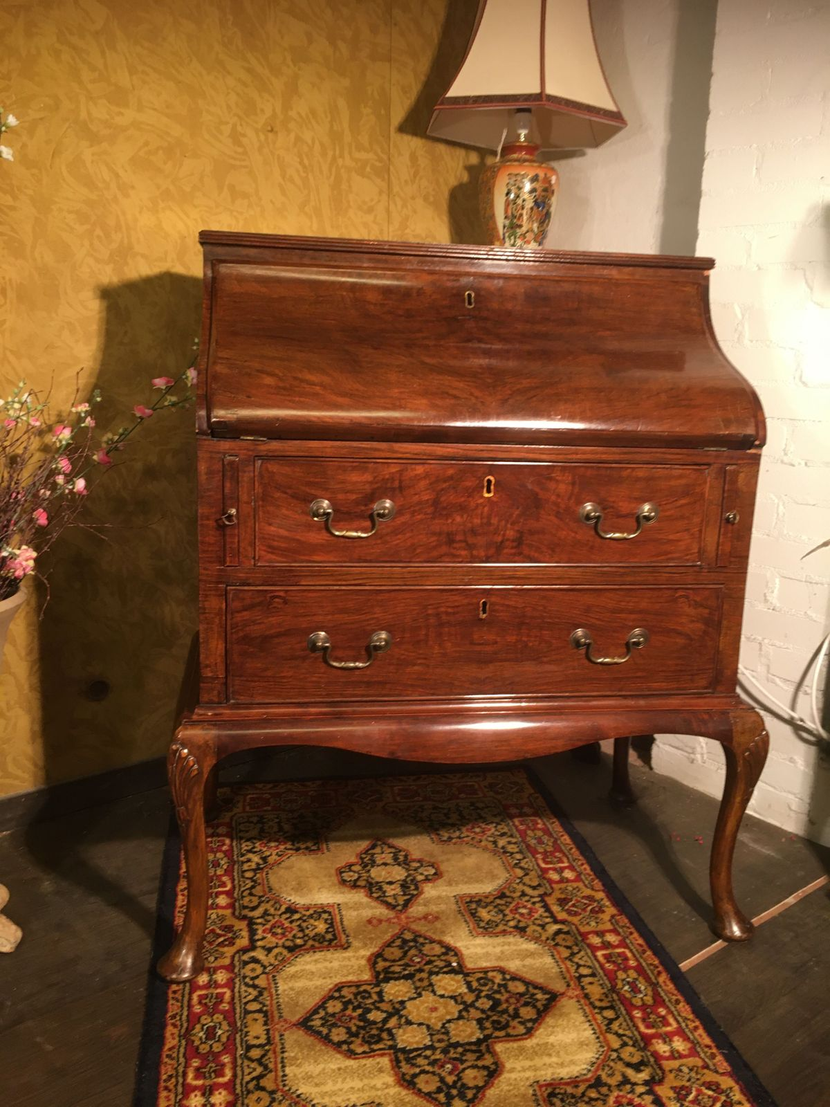 Queen Anne style desk/ dressing table €325